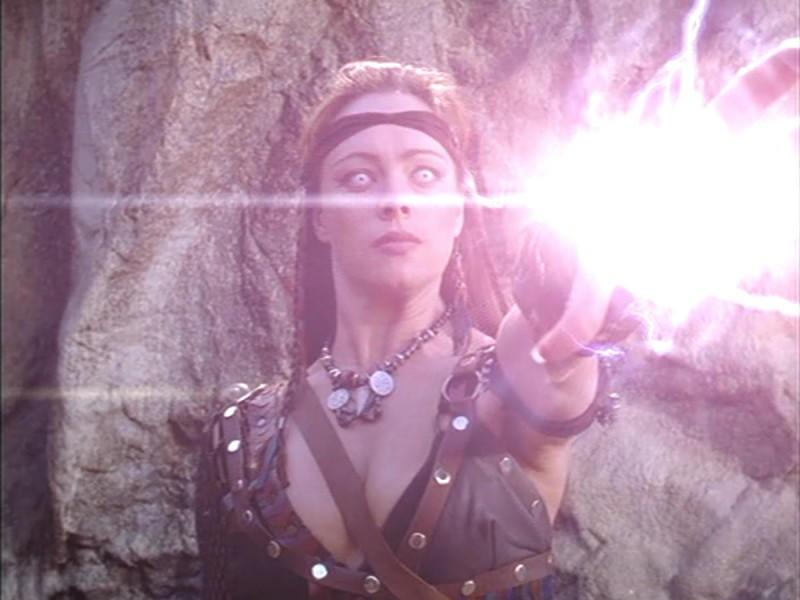 Melinda Clarke in Xena contro Velsinea, dal serial Xena