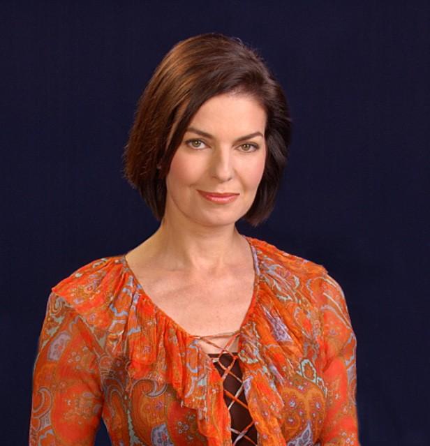 Sela Ward nel ruolo del detective Jo Danville in una foto promozionale della stagione 7 di CSI: New York
