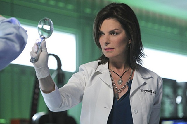 Sela Ward nel ruolo del detective Jo Danville in una scena dell'episodio The 34th Floor di CSI: New York
