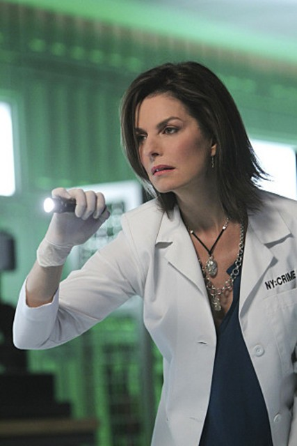Sela Ward, new entry della serie, in una scena dell'episodio The 34th Floor di CSI: New York