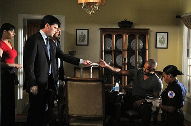 Shemar Moore, Thomas Gibson, Joe Mantegna e Paget Brewster nell'episodio The Longest Night, premiere della stagione 6 di Criminal Minds