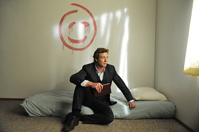 Simon Baker in una scena dell'episodio Red Sky In The Morning di The Mentalist