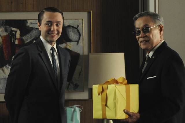 Vincent Kartheiser in un momento dell'episodio The Chrysanthemum and the Sword di Mad Men