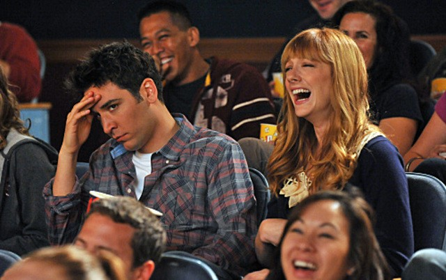 Josh Radnor e Judy Greer in una scena dell'episodio The Wedding Bride di How I Met Your Mother