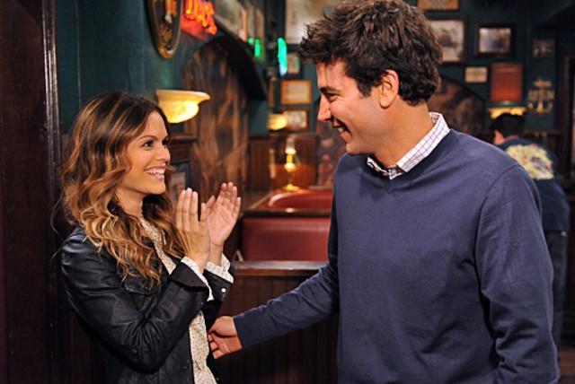 Josh Radnor e la guest star Rachel Bilson nell'episodio Big Days, premiere della stagione 6 di How I Met Your Mother