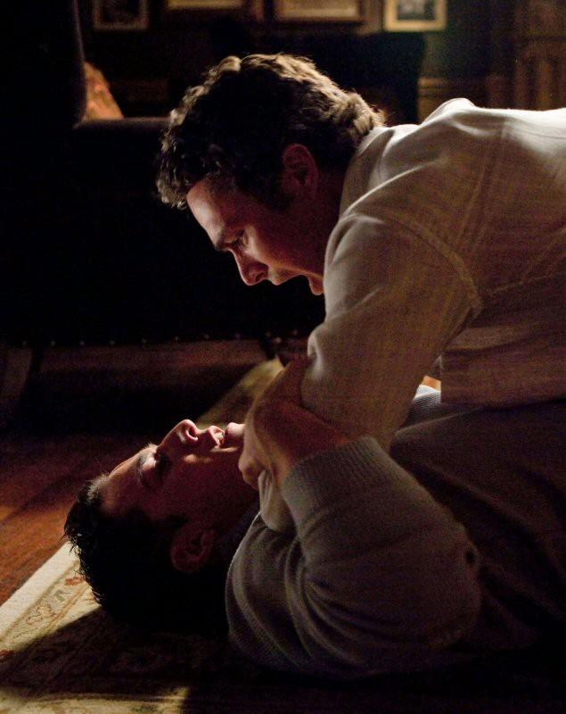 Mason (Taylor Kinney) litiga con Tyler (Michael Trevino) nell'episodio The Return di Vampire Diaries