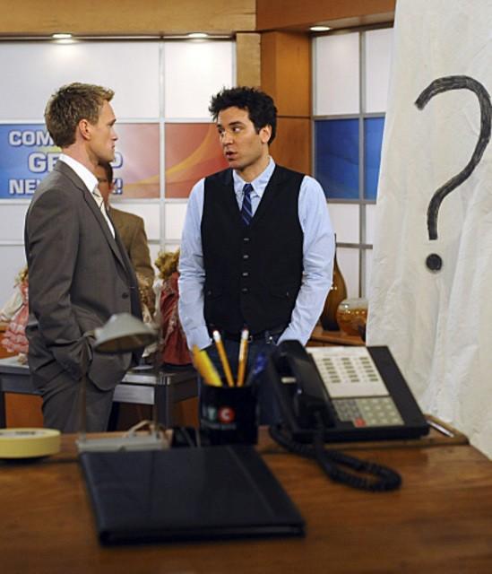 Neil Patrick Harris e Josh Radnor in una scena dell'episodio Zoo or False di How I Met Your Mother