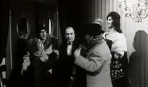 Nello Appodia con Totò, Peppino e Gloria Paul nel film TOT0' PEPPINO E LA DOLCE VITA 1958 Corbucci