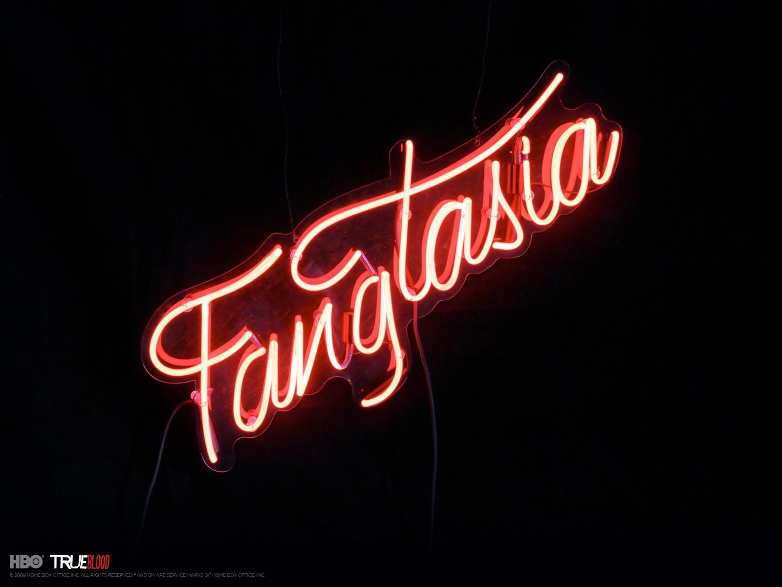 Un wallpaper del locale Fangtasia per la stagione 3 di True Blood