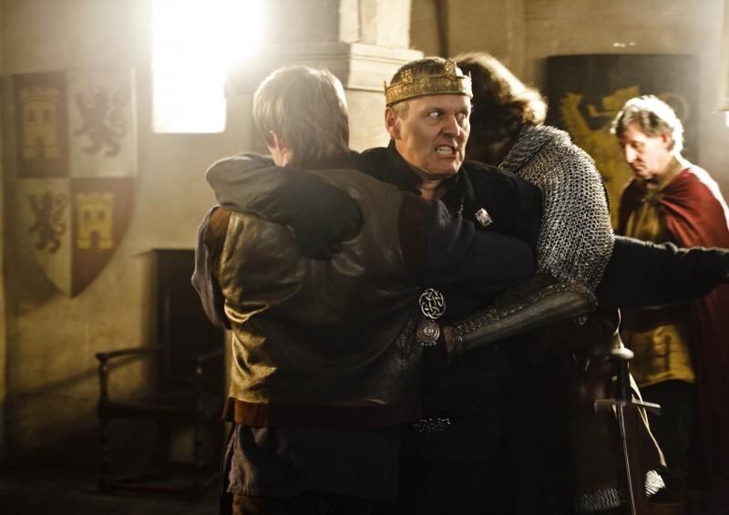 Anthony Head in una scena della stagione 3 di Merlin
