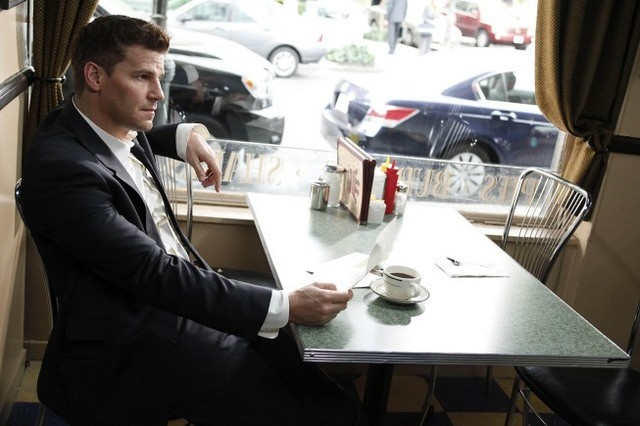 David Boreanaz nell'episodio The Beginning in the End di Bones