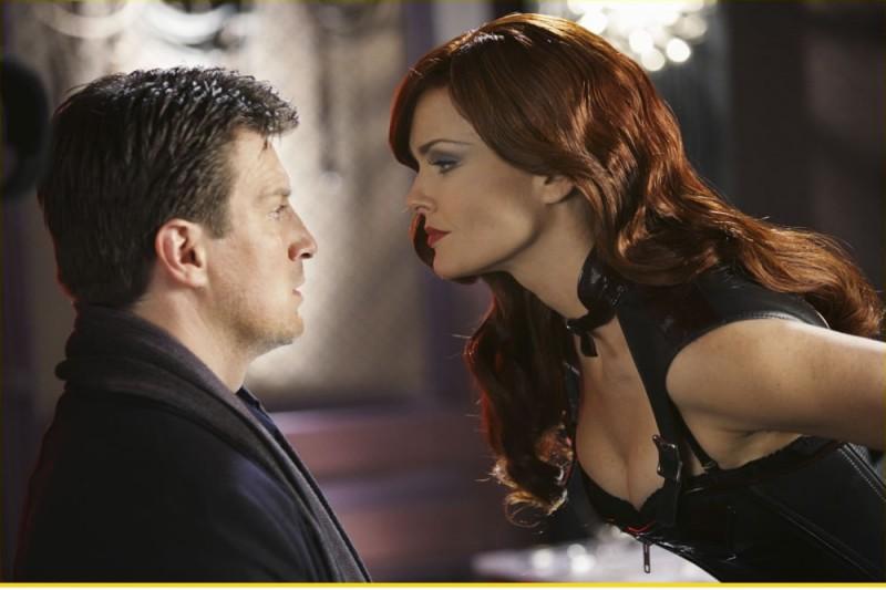 Dina Meyer e Nathan Fillion in Castle - episodio 2x16 - The Mistress Always Spanks Twice
