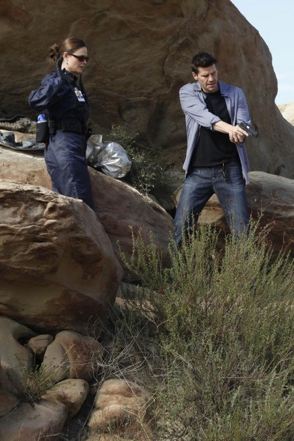 Emily Deschanel e David Boreanaz nell'episodio The X in the File di Bones