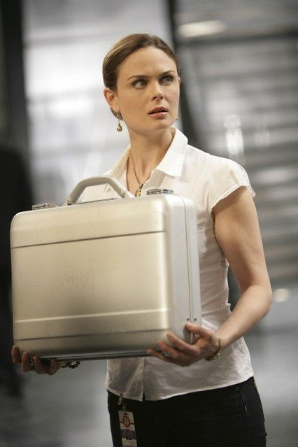 Emily Deschanel nell'episodio The Proof in the Pudding di Bones