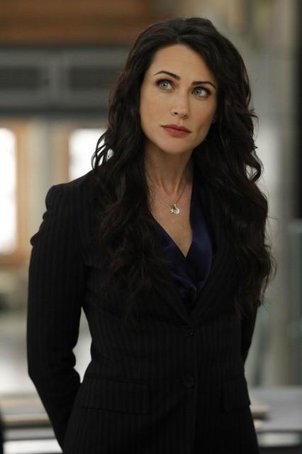 La guest star Rena Sofer nell'episodio The Predator in the Pool di Bones
