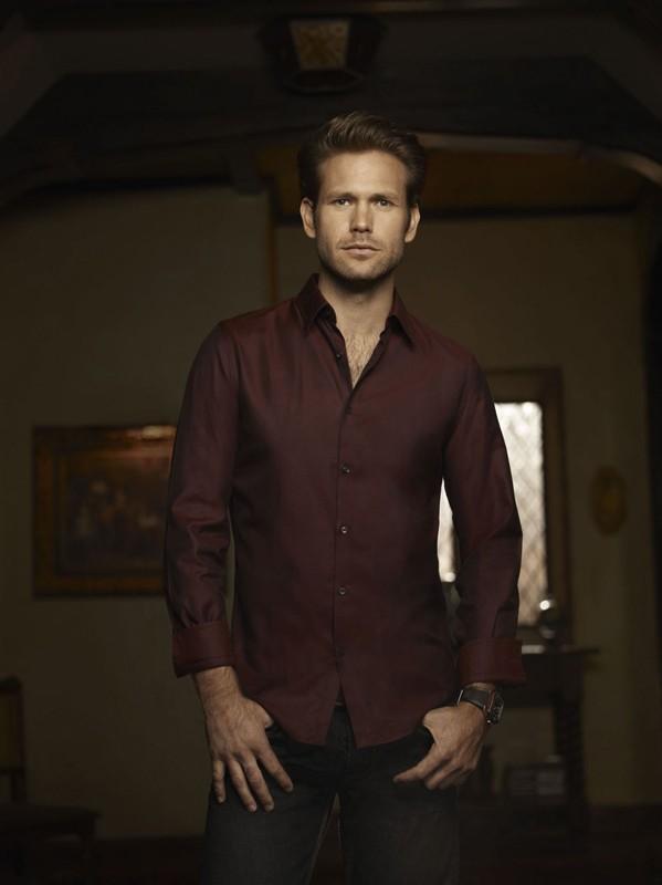 Matt Davis in una foto promo per la seconda stagione di Vampire Diaries
