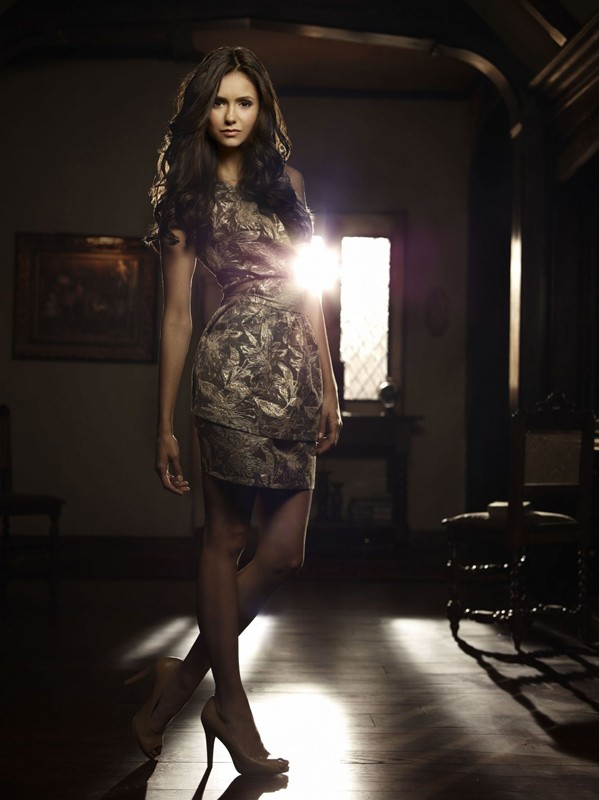Una foto promo della giovane Nina Dobrev per la stagione 2 di The Vampire Diaries