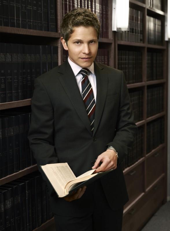 Matt Czuchry in una foto promozionale della stagione 2 di The Good Wife