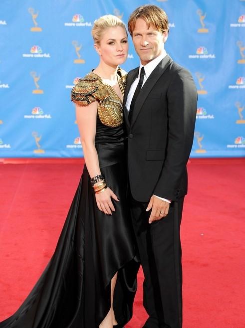Anna Paquin e Stephen Moyer di True Blood sfilano sul tappeto rosso dell'edizione 2010 degli Emmy Awards