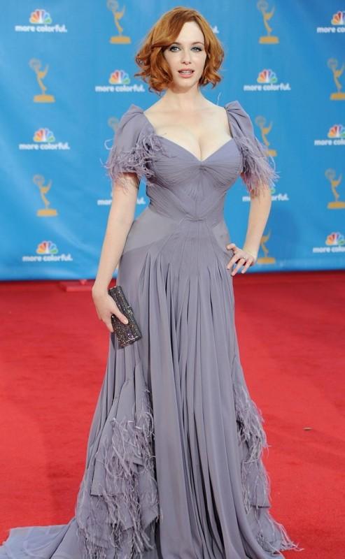 Christina Hendricks in un abito di Zac Posen sul red carpet degli Emmy 2010