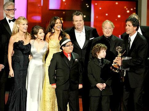 Il cast di Modern Family ritira il premio come miglior commedia