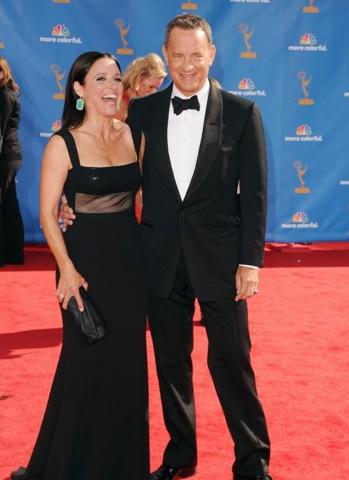 Julia Louis-Dreyfus e Tom Hanks sul red carpet degli Emmy 2010
