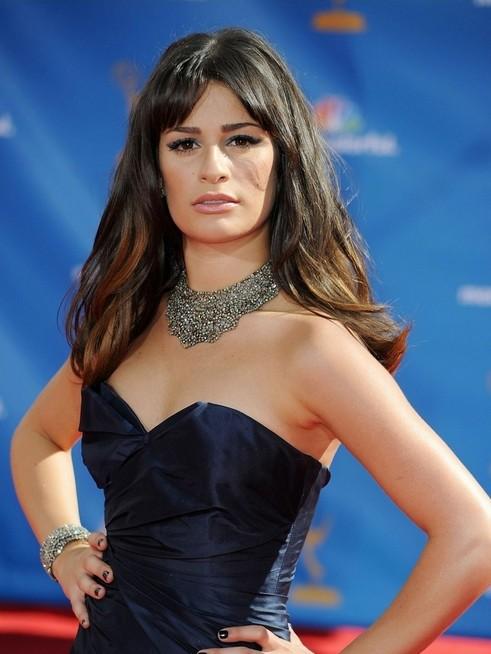 Lea Michele di Glee sfila sul red carpet degli Emmy 2010