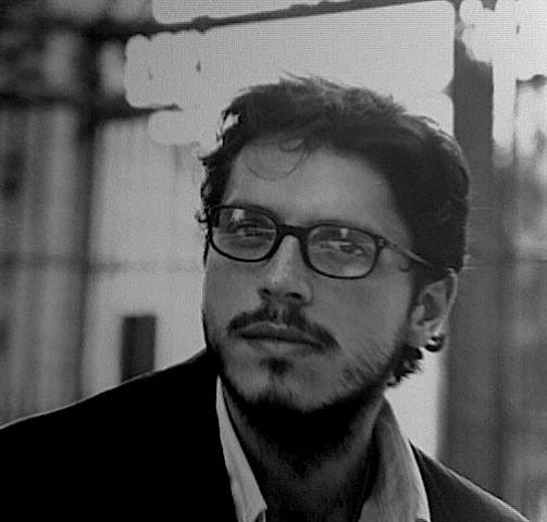 Un ritratto in bianco e nero di Carmelo Galati.