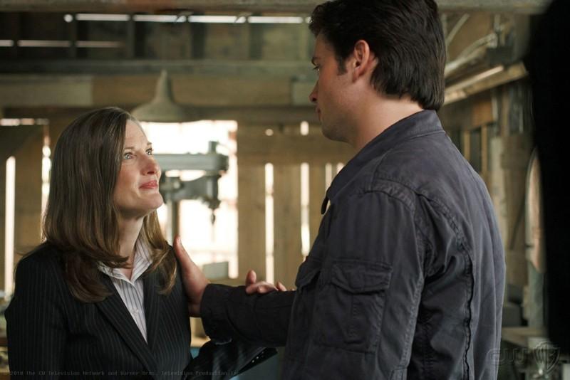 Annette O'Toole e Tom Welling nell'episodio La regina rossa di Smallville