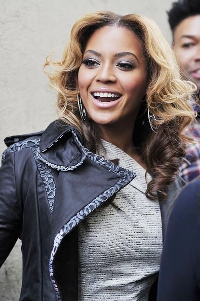 Beyoncé sorride ai fotografi