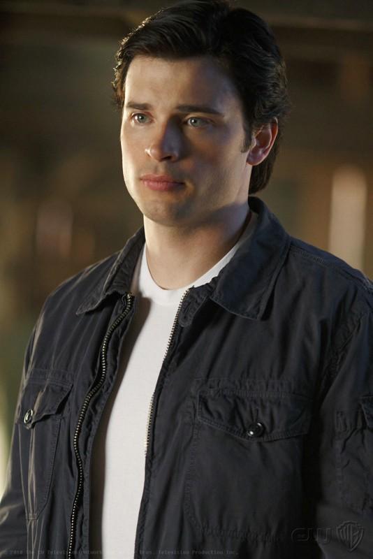 Clark (Tom Welling) in una scena dell'episodio La regina rossa di Smallville