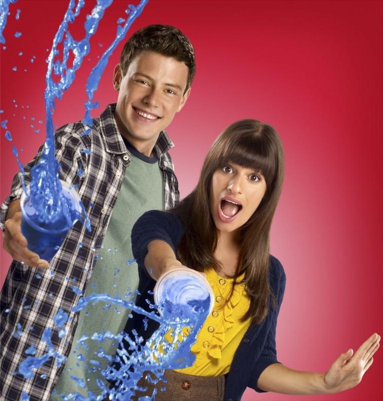 Cory Monteith e Lea Michele in una simpatica foto promozionale della stagione 2 di Glee