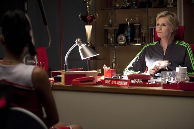 Jane Lynch in una scena dell'episodio Audition, premiere della stagione 2 di Glee