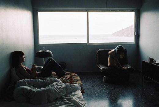 Una scena di Attenberg, di Athina Rachel Tsangari