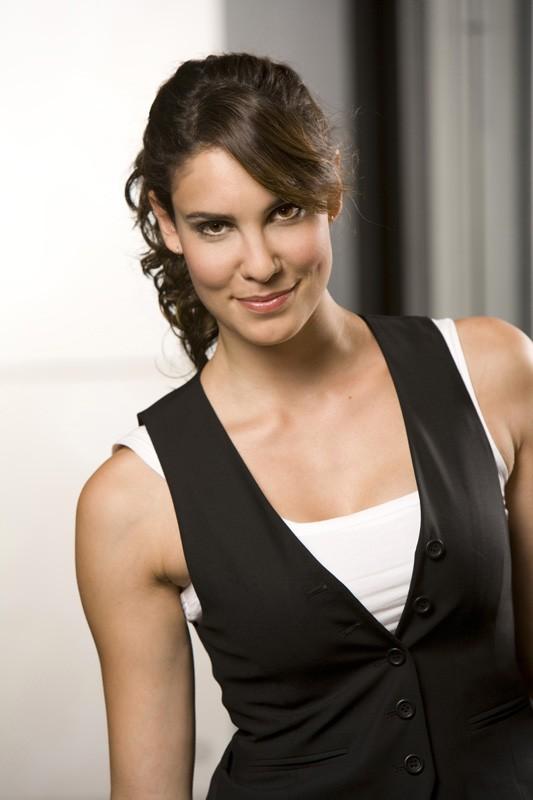 Uno scatto promozionale dell'attrice Daniela Ruah per la serie NCIS: Los Angeles