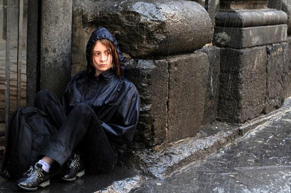 Irene De Angelis in una scena del film L'amore buio (2010)