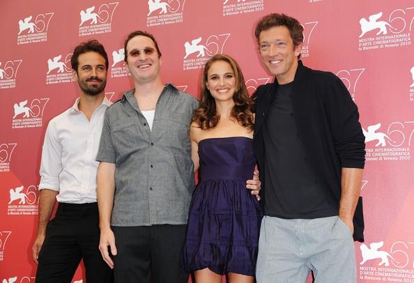 Venezia 2010: Benjamin Millepied, Natalie Portman e Vincent Cassel accanto all'autore di Black Swan, Darren Aronofsky