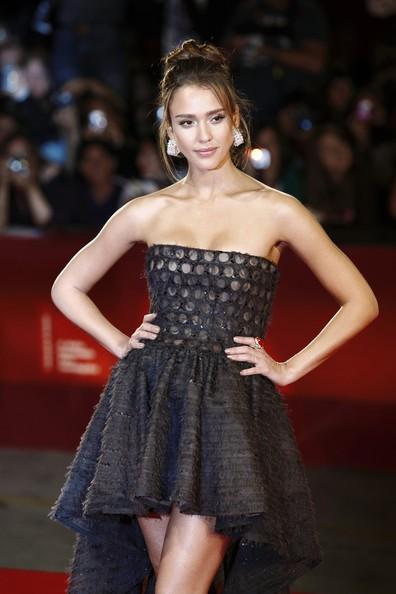 Venezia 2010: Jessica Alba, star di Machete, con un abito Valentino Couture