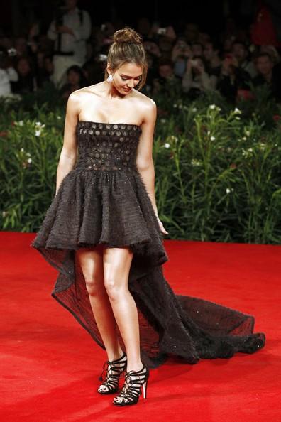 Venezia 2010: la splendida Jessica Alba, star di Machete, con un abito Valentino Couture