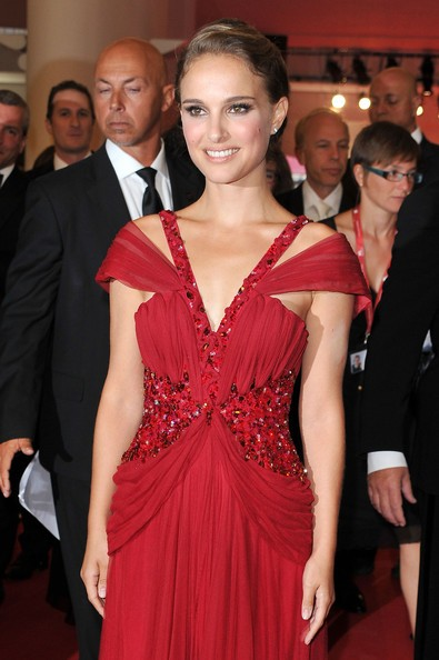 Venezia 2010: Natalie Portman, star di Black Swan, al Palazzo Grande per la cerimonia d'apertura.