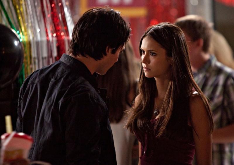 Ian Somerhalder parla con Nina Dobrev nell'episodio Brave New World di Vampire Diaries