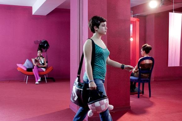 La debuttante Carla Marchese in una scena del film I baci mai dati
