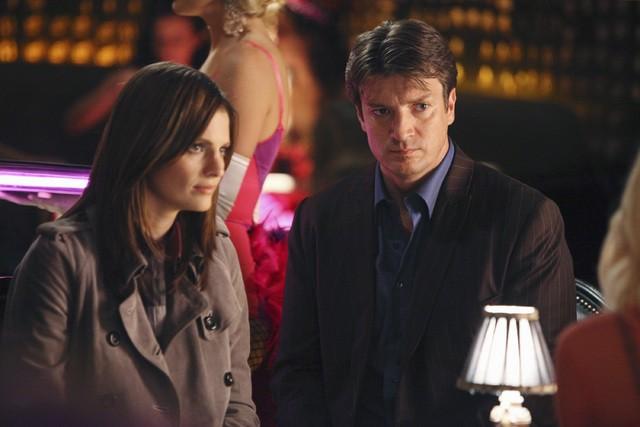Nathan Fillion e Stana Katic in una scena dell'episodio A Deadly Affair di Castle