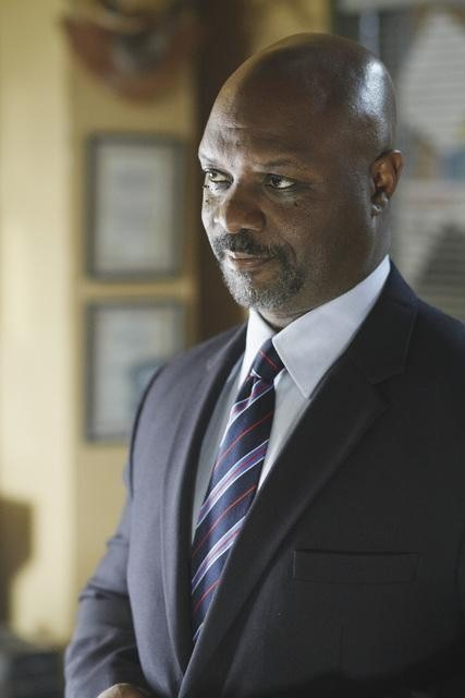 Robert Wisdom nell'episodio Questions and Antlers di Happy Town