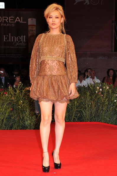 Venezia 2010: la bionda Rinko Kikuchi presenta Norwegian Wood sul red carpet