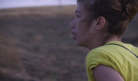 Alexandra Pirici in una scena del film Hai paura del buio (2010)