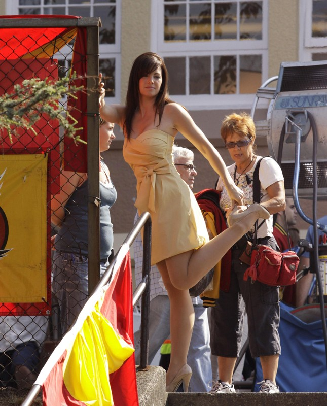 Erica Durance sul set dell'episodio Homecoming per la decima stagione di Smallville