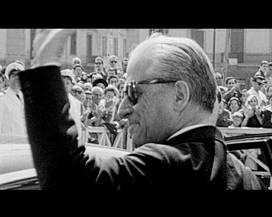 Federico Fellini in un'immagine di repertorio tratta da 1960, documentario di Gabriele Salvatores.