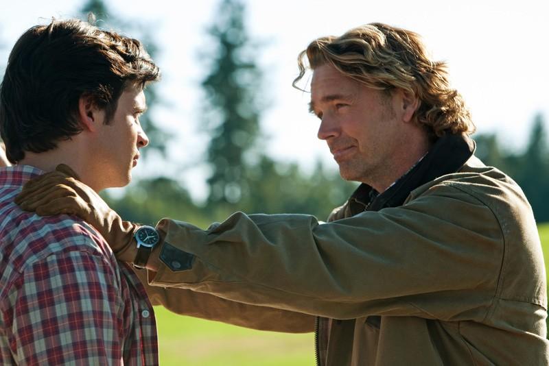 John Schneider parla a Tom Welling nell'episodio Lazarus di Smallville