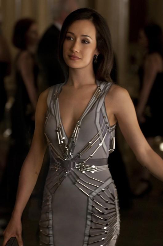 Maggie Q in versione elegante nell'episodio pilota della serie Nikita